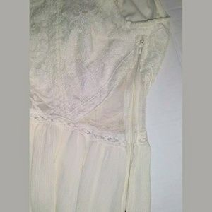 H&M Dresses - H & M Divided Ivory Top Lace Dress Size 4